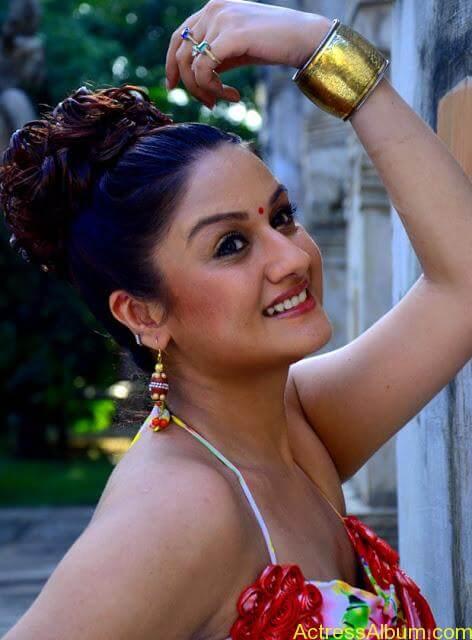 Sonia Agarwal Hot Pics (8)