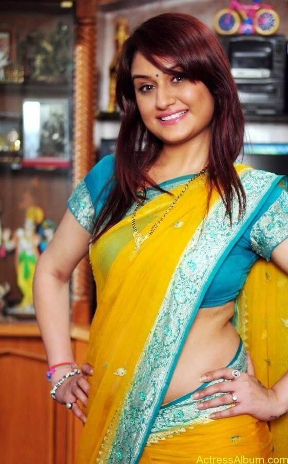 Sonia Agarwal In Yellow Saree Blouse Side View Spicy Hot Pics2