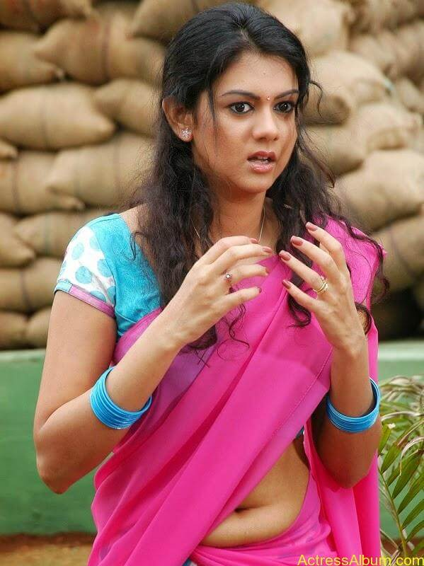 Indian serial actress tejaswi prakash showing creamy navel - 3 6