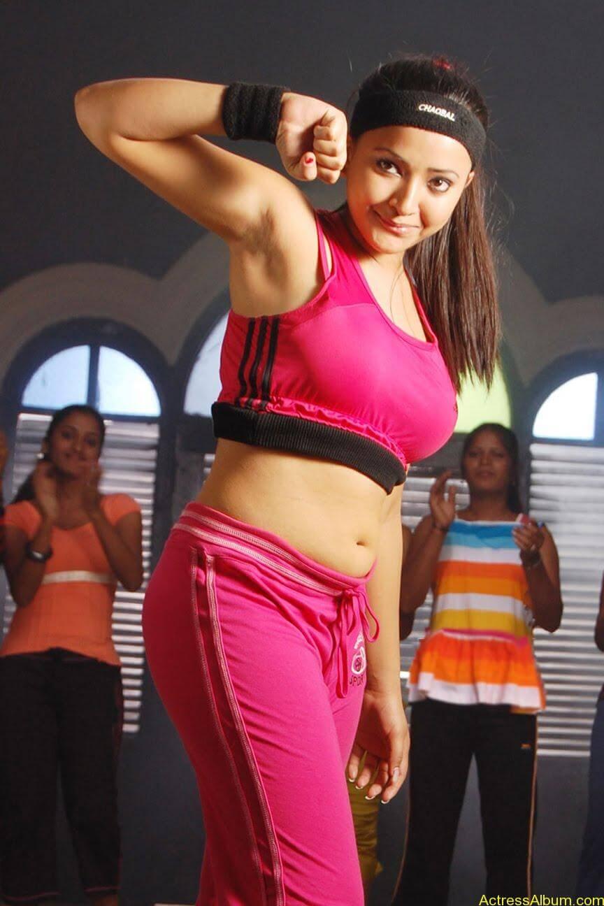 Spicy Swetha Basu Prasad Hot and Busty Navel Show