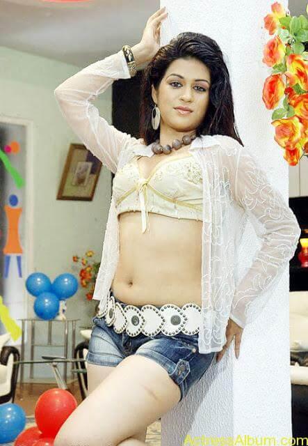 Sraddha Das Bikini Photos (18)