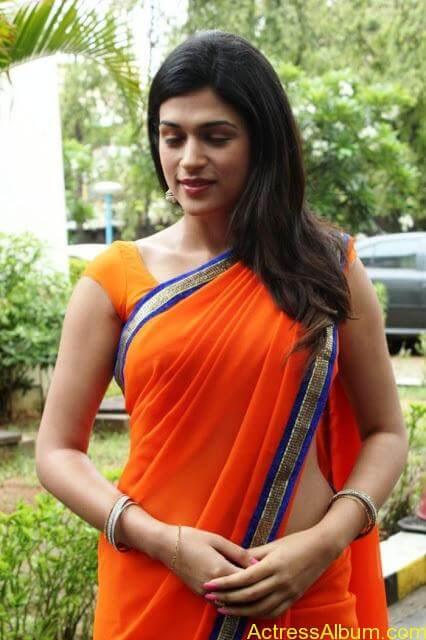 Hot Shraddha Das at Naangaam Pirai Movie Launch