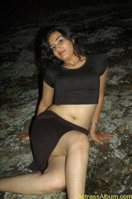 Suhani hot navel show from tamil movie2