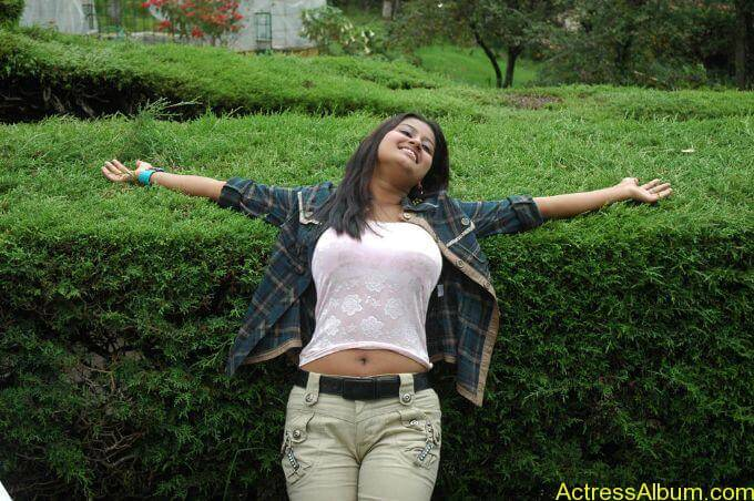 Suhani hot navel show from tamil movie3