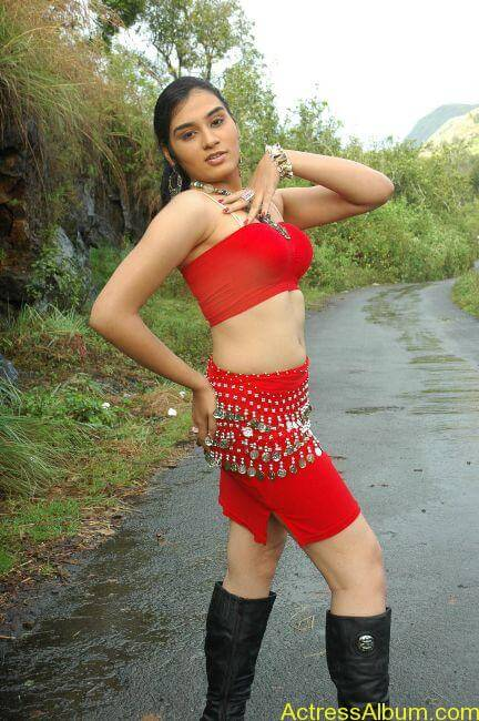 Suhani hot navel show from tamil movie6