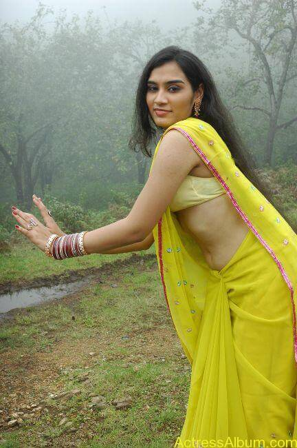 Suhani hot navel show from tamil movie9