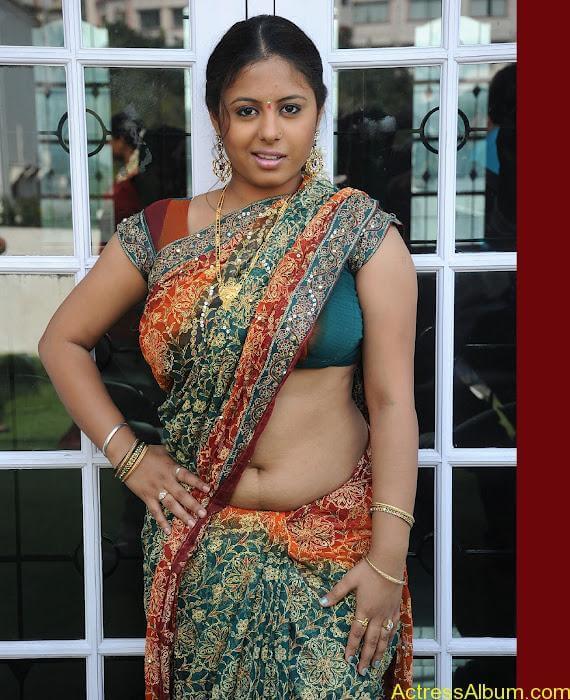 Sunakshi-hot-in-saree-15