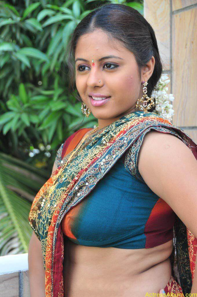 Sunakshi_Hot_Saree_Blouse_Navel_Show_Pics_0