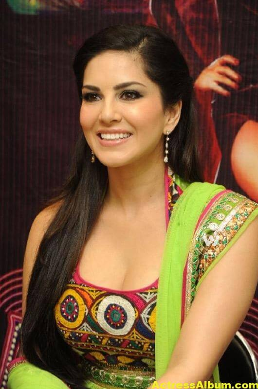 Sunny-Leone-Latest-Images-14