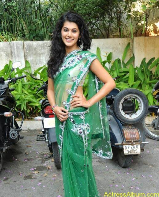 Taapsee Pannu Hot In Green Saree (1)