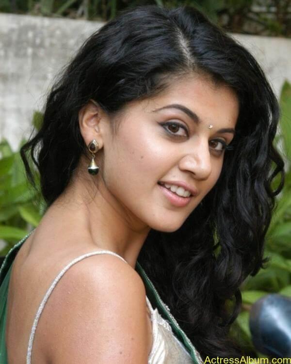 Taapsee Pannu Hot In Green Saree (10)