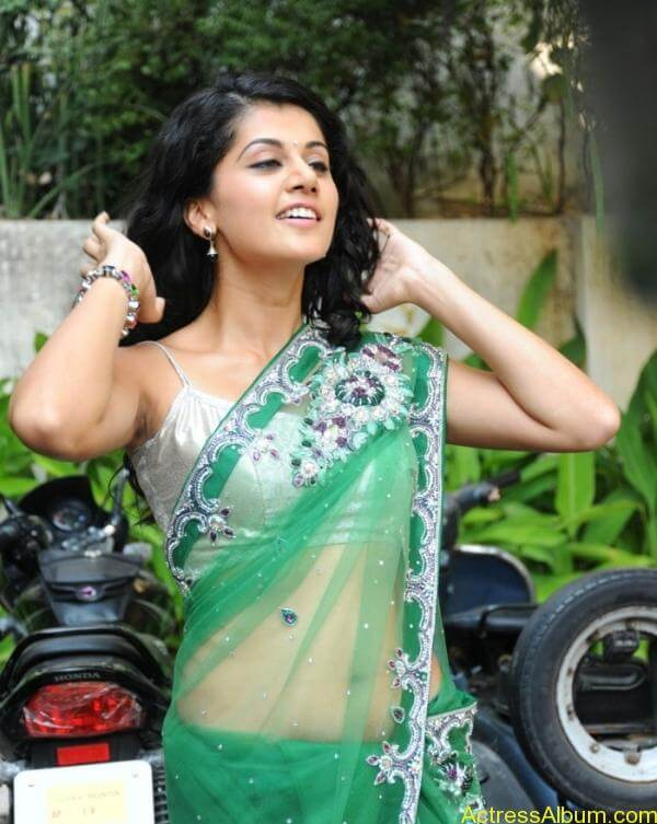 Taapsee Pannu Hot In Green Saree (14)