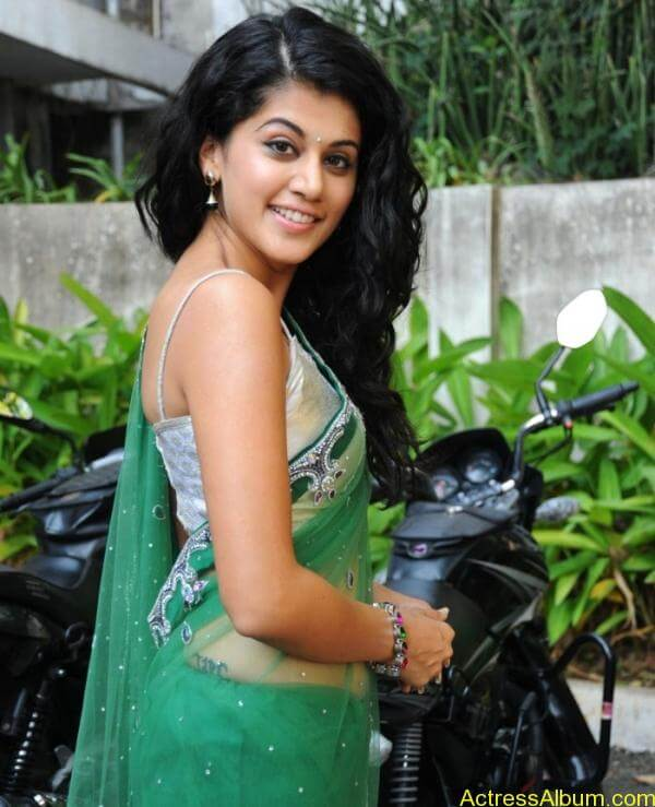 Taapsee Pannu Hot In Green Saree (16)