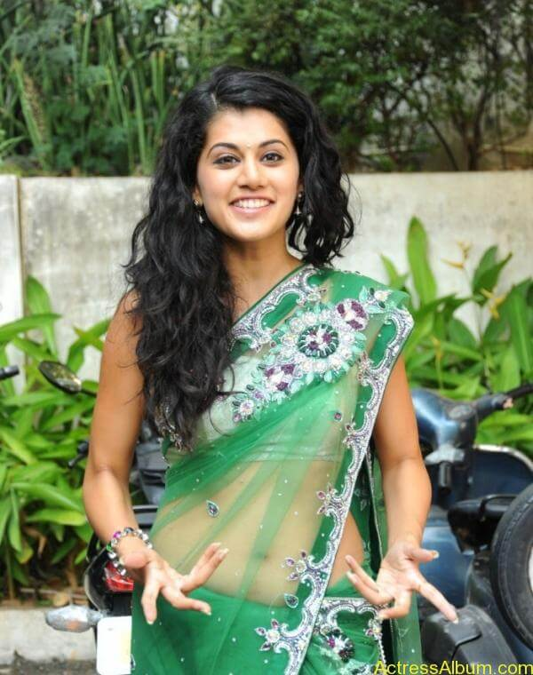 Taapsee Pannu Hot In Green Saree (3)