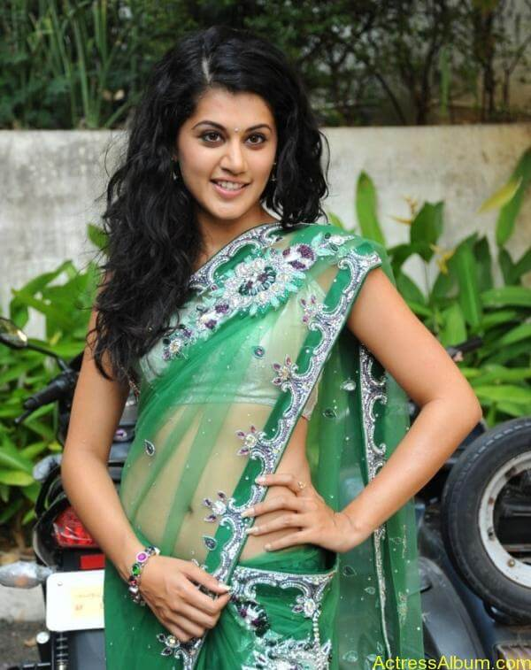 Taapsee Pannu Hot In Green Saree (5)