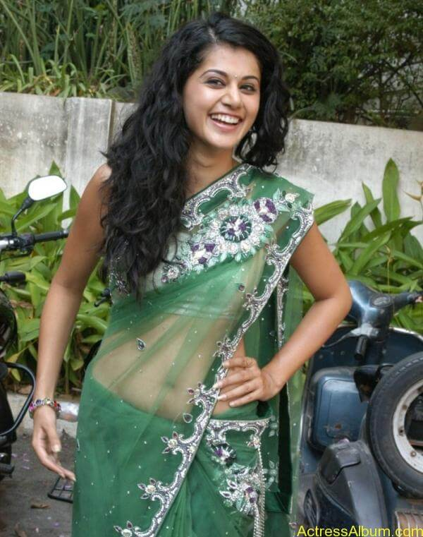 Taapsee Pannu Hot In Green Saree (6)