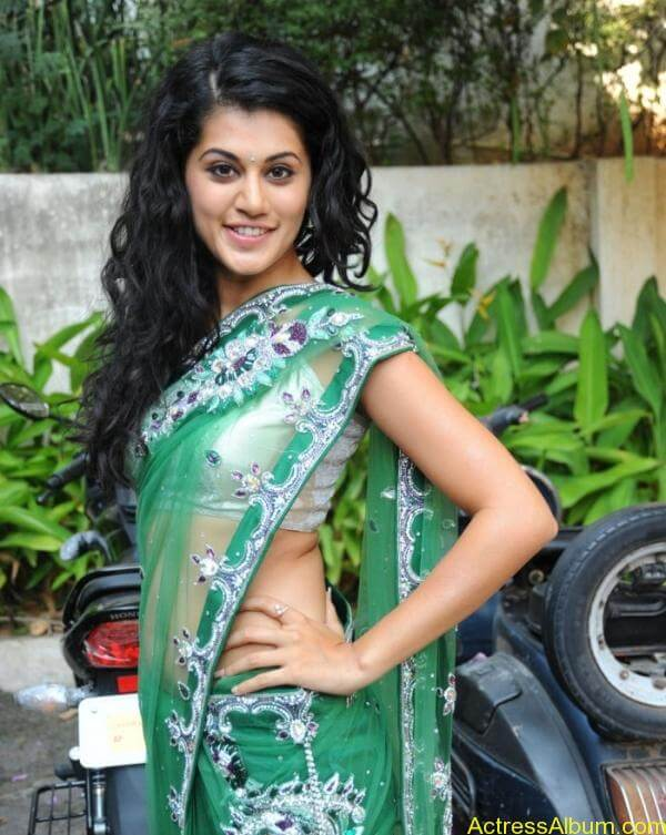 Taapsee Pannu Hot In Green Saree (7)