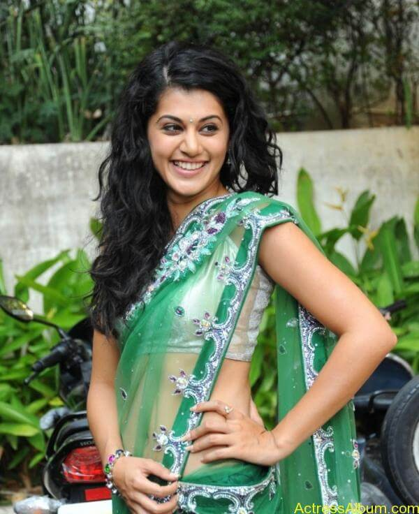 Taapsee Pannu Hot In Green Saree (8)