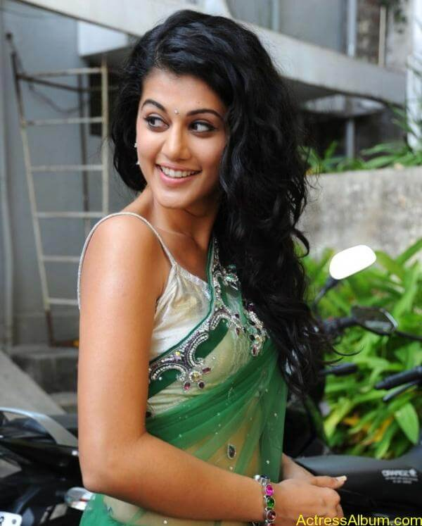 Taapsee Pannu Hot In Green Saree (9)