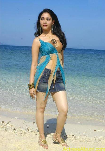tamanna_sexy_in_short_skirt