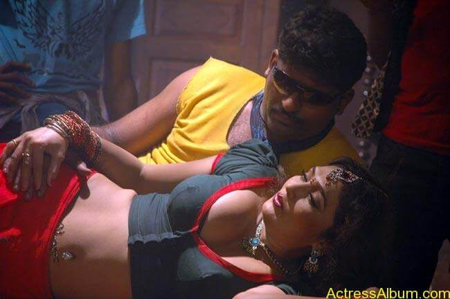 tamil-masala-movie-drogam-nadanthathu-enna-hot-stills-25_650