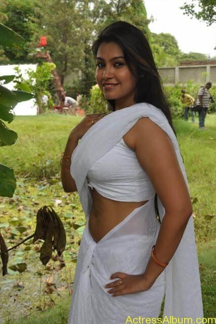tamil-movie-sathya-sai-swetha_menon-hot_desi-actress