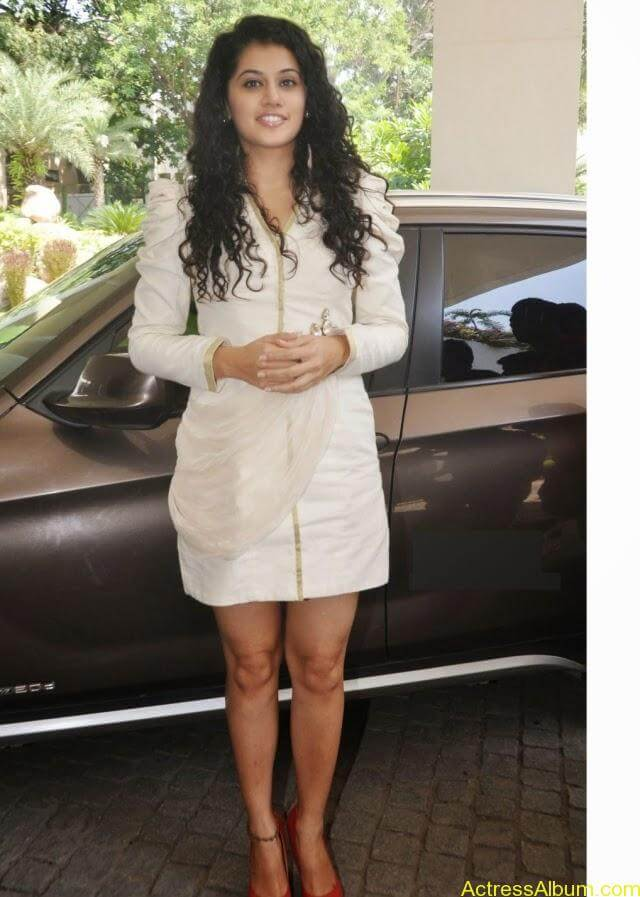 Tapasee Pannu Hot Thighs Pics in White Mini Skirt Photos3