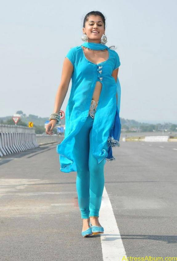 Tapsee New cute Hot Photos Stills Tapsee Spicy Hot Gallery Pics (4)