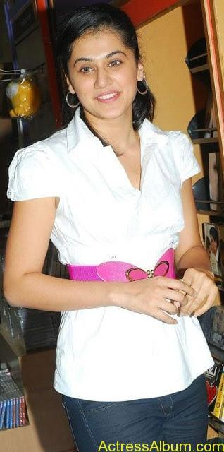 Tapsee_Jeans_1