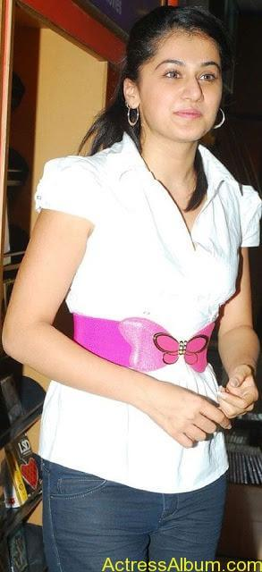 Tapsee_Jeans_2