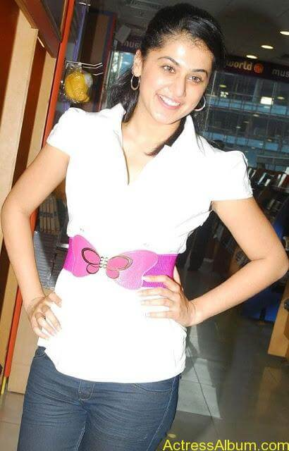 Tapsee_Jeans_4
