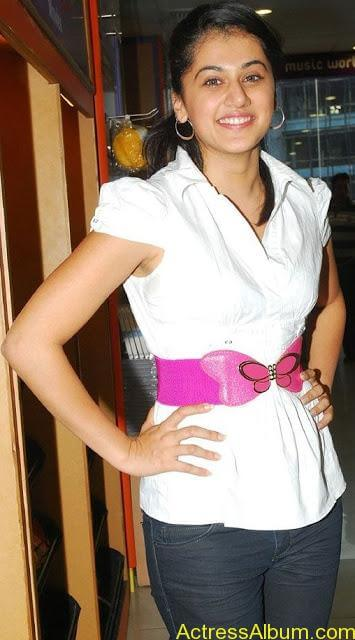 Tapsee_Jeans_6