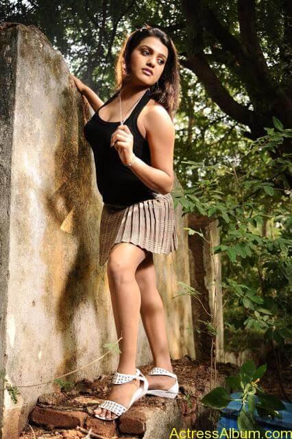 Tashu Kaushik Hot Photos  (10)