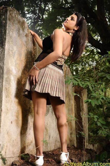 Tashu Kaushik Hot Photos  (11)