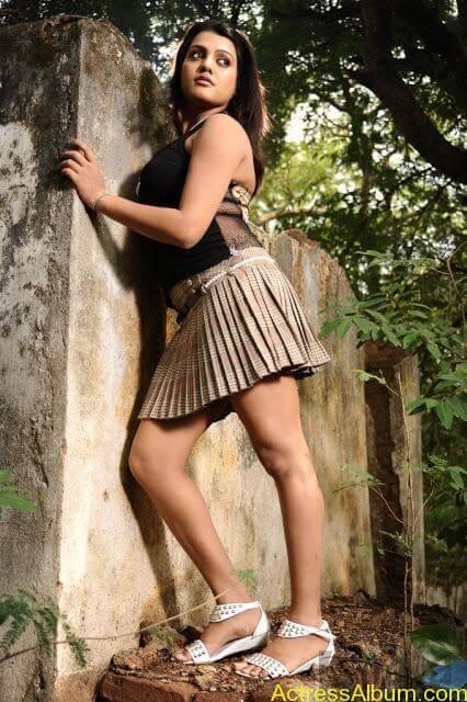Tashu Kaushik Hot Photos  (12)