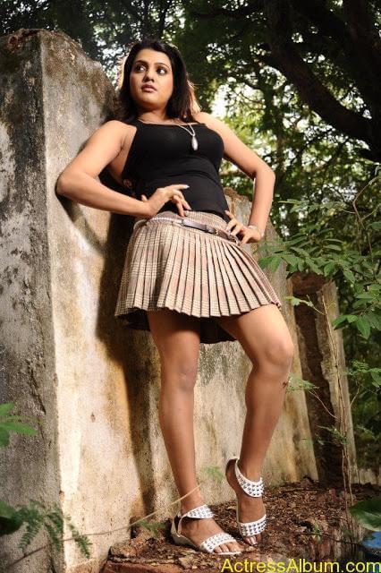 Tashu Kaushik Hot Photos  (13)