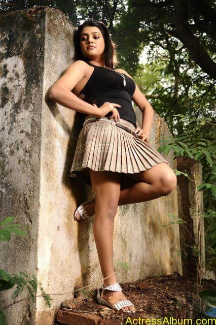 Tashu Kaushik Hot Photos  (14)