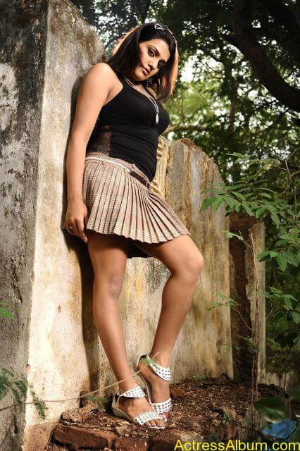 Tashu Kaushik Hot Photos  (15)