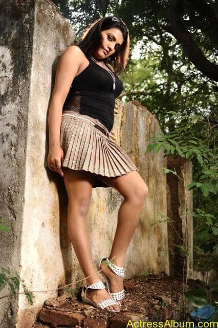 Tashu Kaushik Hot Photos  (15)