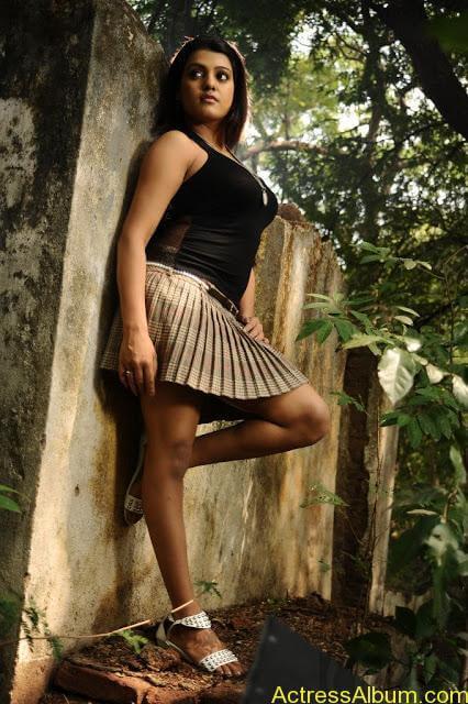 Tashu Kaushik Hot Photos  (2)