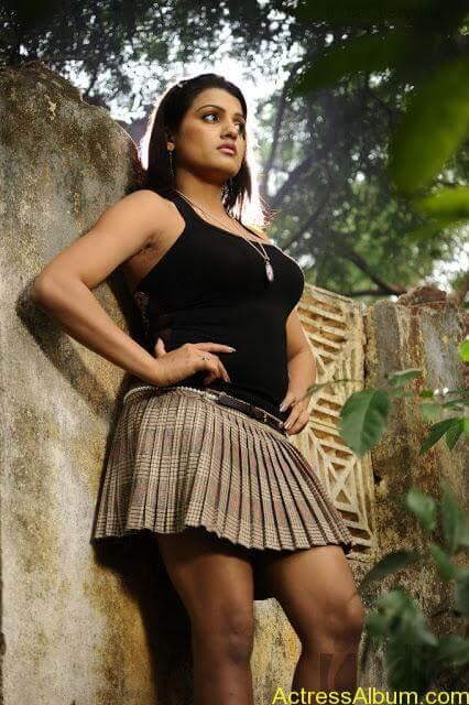 Tashu Kaushik Hot Photos  (3)