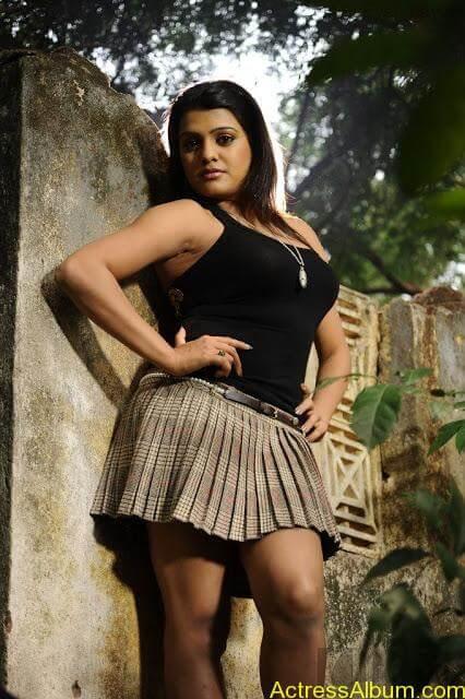 Tashu Kaushik Hot Photos  (4)