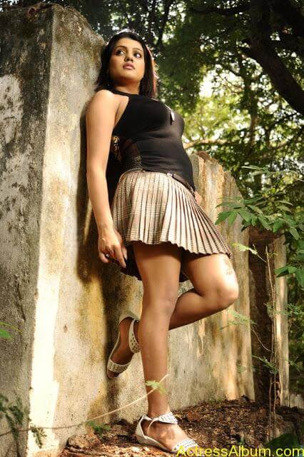 Tashu Kaushik Hot Photos  (7)
