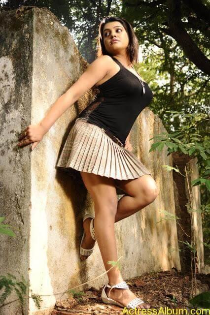Tashu Kaushik Hot Photos  (8)