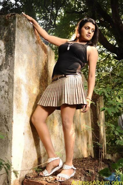Tashu Kaushik Hot Photos  (9)