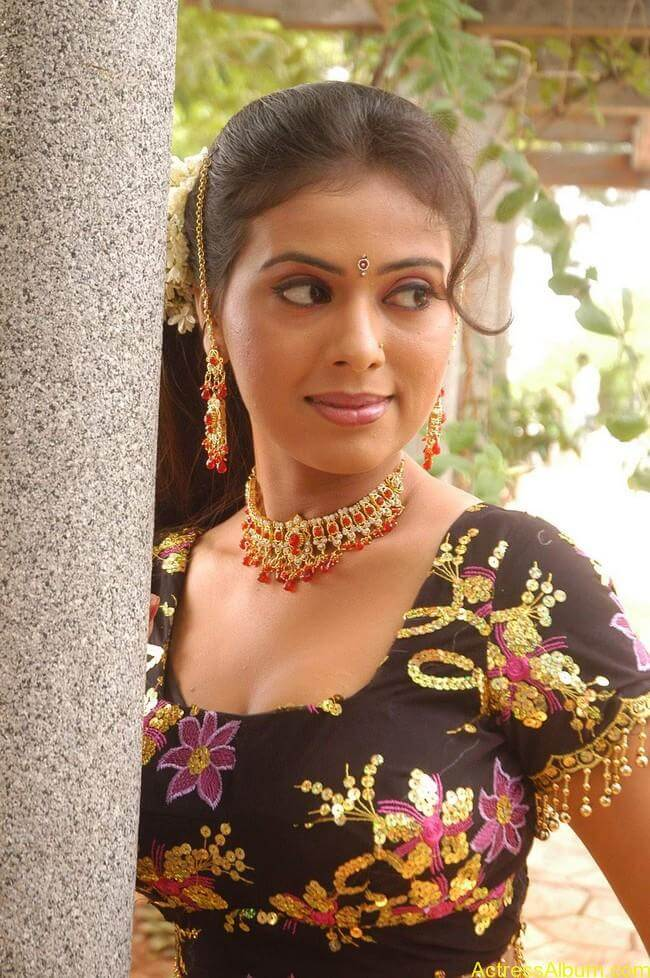 Tejashree-Hot-Photos-Images-Stills-14