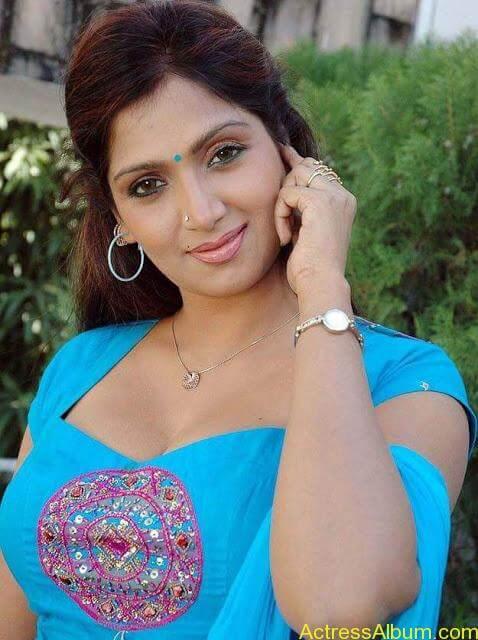 telugu-tamil-actress-bhuvaneshwari-in-chudidhar-photos_221