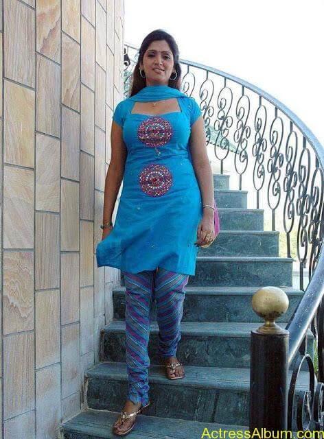 telugu-tamil-actress-bhuvaneshwari-in-chudidhar-photos_9