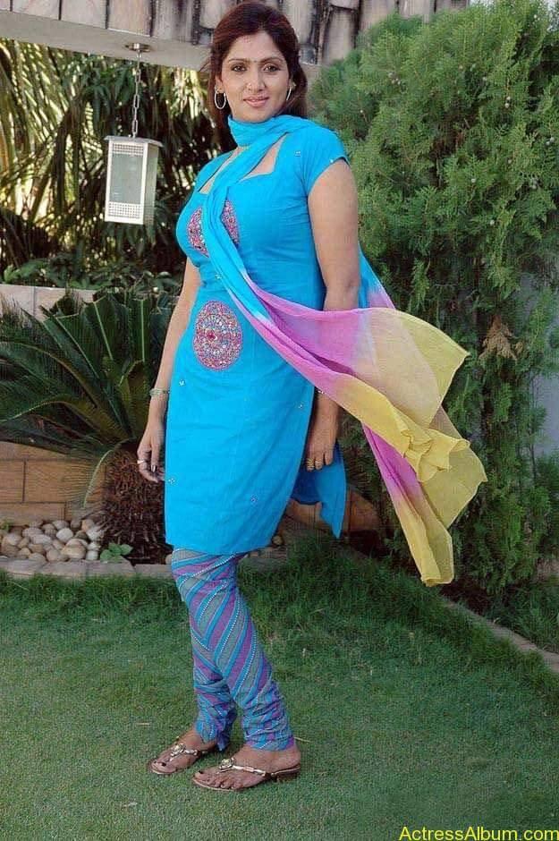 telugu-tamil-actress-bhuvaneshwari-in-chudidhar-photos_99