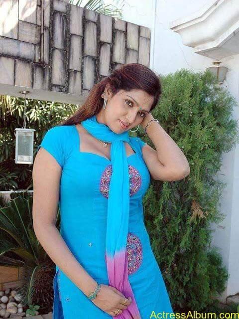telugu-tamil-actress-bhuvaneshwari-in-chudidhar-photos__15